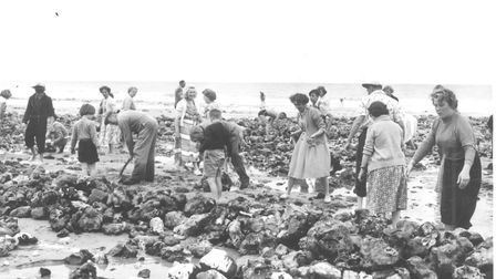 Places -- C Local people and holidaymakers helping to remake the Horseshoe Pool at Cromer Dated -