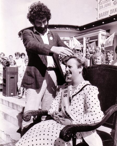 Cromer Carnival queen Jane Ridley being crowned by Simon Perry in 1985.Photo: Archant Library.