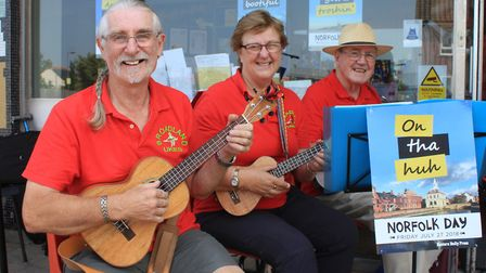Norfolk Day Sheringham St Andrew's: Members of the Broadland Ukes band entertaining visitors to St A