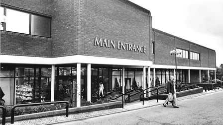PLACESROYS OF WROXHAM MAIN ENTRANCEDATED 29TH NOVEMBER 1982PHOTOGRAPH C0292 ( RJ )