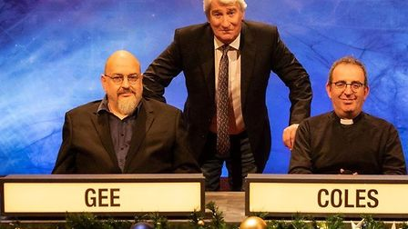 Dr Henry Gee (left) with University Challenge host Jeremy Paxman and Leeds University team captain R