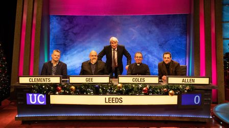 Dr Henry Gee (left) with University Challenge host Jeremy Paxman and his Leeds University team-mates