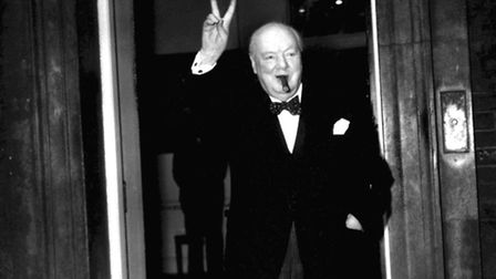 """PA NEWS PHOTO 17/9/54 SIR WINSTON CHURCHILL GIVES HIS FAMILIAR """"V"""" SIGN AFTER A LUNCHTIME MEETING W"""