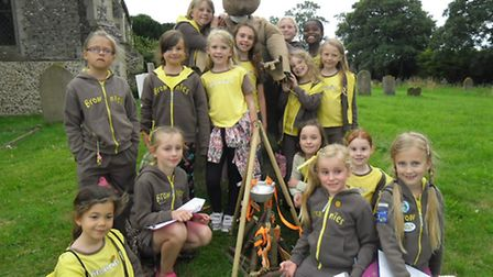 3rd Attleborough Brownies enjoyed an evening walk around Great Ellingham to go bear spotting as part