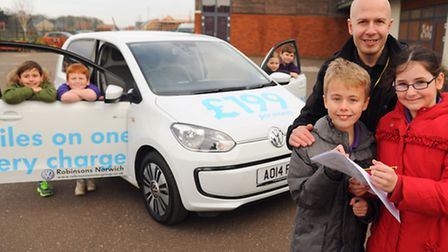 Children at the Queens Hills Primary School learning about the electric car with teacher Chris Georg