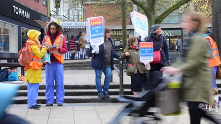 Norwich junior doctors on strike make their case on Haymarket, Norwich.PHOTO BY SIMON FINLAY