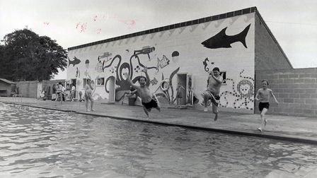 Loch Neaton swimming pool in Watton, 27th May, 1991. Picture: Archant library