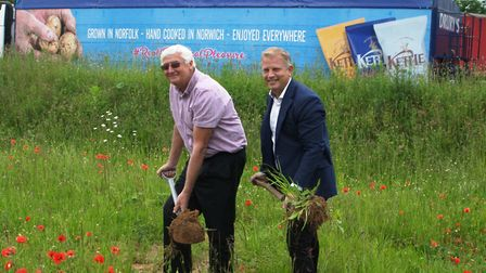 Ashley Hicks, managing director of Kettle Foods, and Melvyn Mickleburgh, potato in-take manager, cut