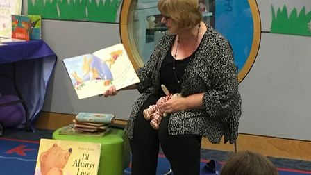 Children's author Paeony Lewis reads to children and volunteers PHOTO: Beanstalk charity