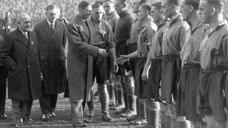 IMAGES OF NORWICH BOOKNORWICH'S CANARIES CHAPTER PAGE 70KING GEORGE VI VISITS CARROW ROAD AND MEETS