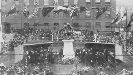 The scene at the unveiling of the statue of Sir Thomas Browne at the Haymarket on 19th October 1905.