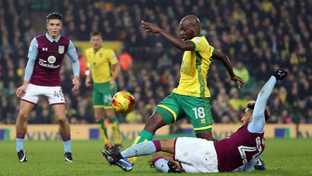 Youssouf Mulumbu and Jordan Amavi compete at Carrow Road on Tuesday. Picture by Paul Chesterton/Focu