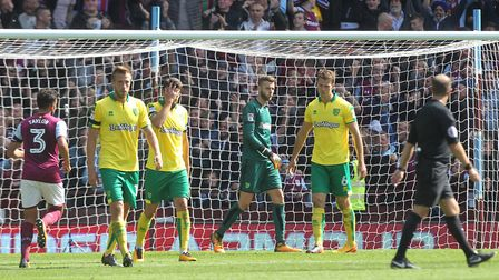 The Norwich players look dejected after conceding their side's 2nd goal the Sky Bet Championship mat