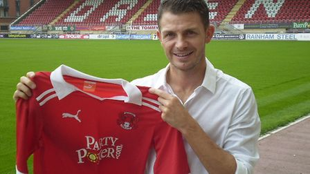 Jamie Cureton signs for Leyton Orient. Picture: Leyton Orient FC