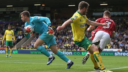 Frank Fielding of Bristol City collects the ball safely ahead of Marley Watkins of Norwich during th