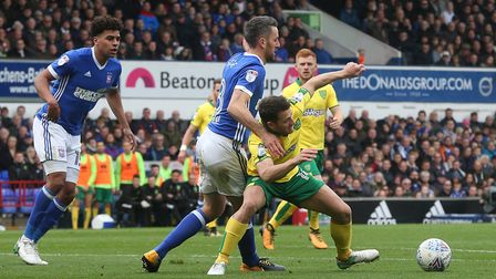 Cole Skuse of Ipswich Town and Wes Hoolahan of Norwich in action during the Sky Bet Championship mat