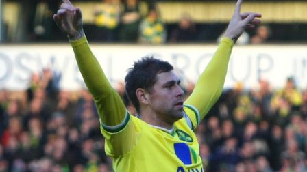 Former Norwich City player Grant Holt is understood to be on the verge of signing for King's Lynn To