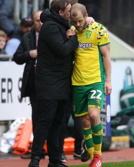 Teemu Pukki gets a handshake and words of appreciation from Norwich City head coach Daniel Farke Pic