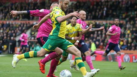 Teemu Pukki makes it 4-0 for Norwich City against QPR, and 26 Championship goals in a phenomenal sea