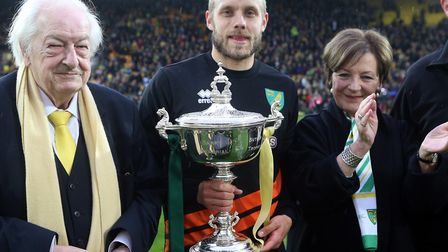 Norwich City's joint majority shareholders, Michael Wynn Jones and Delia Smith, present Teemu Pukki