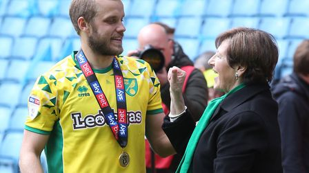 Star striker Teemu Pukki had a chat with Delia Smith during the Canaries' title celebrations at Vill