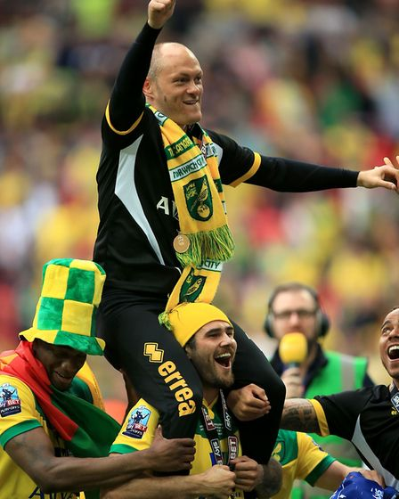 Norwich City manager Alex Neil celebrates with his team during the Sky Bet Championship Play Off Fin
