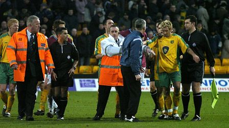 Darren Huckerby gets an earful from then West Ham manager Alan Pardew after the final whistle of the
