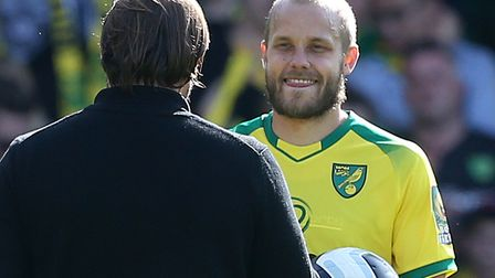 Teemu Pukki is congratulated by head coach Daniel Farke after his hat-trick against Newcastle Pictur