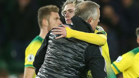 Sheffield United manager Chris Wilder embraces Norwich City youngster Todd Cantwell following his si