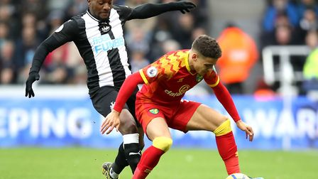 Newcastle United's Allan Saint-Maximin (left) puts Norwich City defender Max Aarons under pressure a