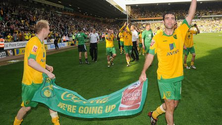 Simon Lappin waves to the crowd Picture: Archant