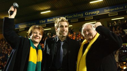 The moment Norwich fans had been waiting for - Delia Smith and Michael Wynn Jones announce Darren Hu
