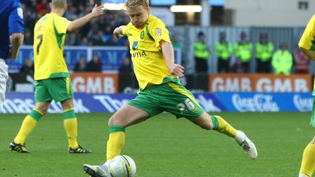 Cardiff - Saturday October 30th, 2010: Stephen Smith of Norwich has a shot on goal during the Npower