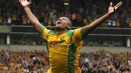 Robert Earnshaw scored in seven consecutive Carrow Road games for the Canaries during 2006 Photo: Ni