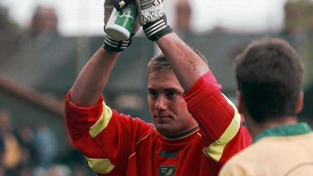 Robert Green kept a clean sheet during his Norwich City debut and was applauded off by fans at Carro