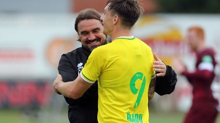 Don't you like it when a plan comes off? Jordan Hugill and Daniel Farke after the newcomer scored in