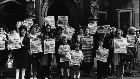 Anti-internment leaguers protest outside the House of Commons against the British Government's polic