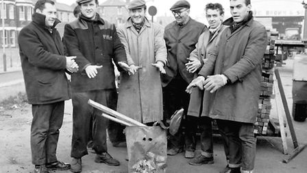 DOCK YARD WORKERS GREAT YARMOUTH JANUARY 1965 P6695