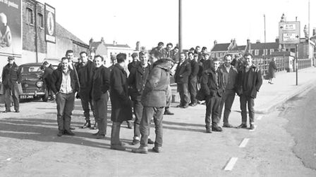 GREAT YARMOUTH DOCKERS STANDING BY HAVEN BRIDGE DATED 1965 PLATE P3727