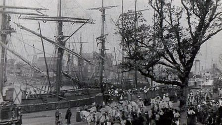 Barnum and Bailey's circus parades along South Quay in Yarmouth in 1899. The procession included hun