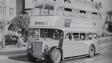 A Yarmouth Corporation bus on Hall Quay in the 1950s, with ELMHURST displayed on its destination bli