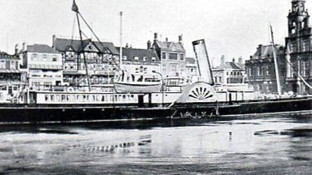 The Star and Cromwell Hotels are among the Hall Quay buildings in this 1906 photograph, behind the b