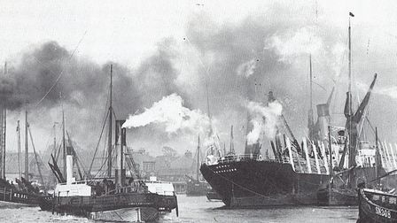 The Henry, a large Dutch ship laden with a timber cargo squeezes round the busy Brush Bend in 1905,