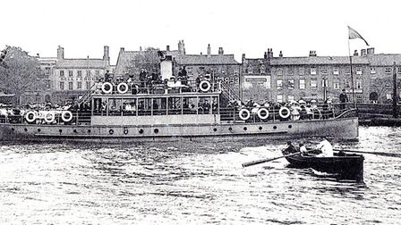 The long-gone Upper Ferry waiting for the pleasure steamer Southtown, built in 1896, to sail past. T