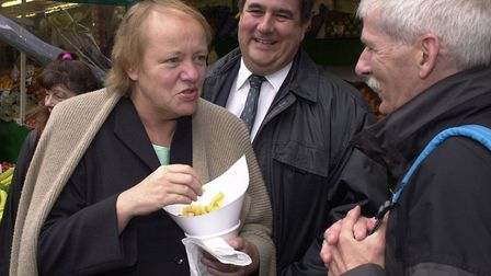 (3of7) Minister for the Cabinet Office, Mo Mowlam accompanied by Gt. Yarmouth MP Tony Wright, on a t