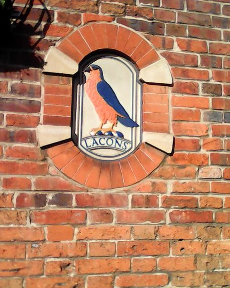Lacon's Brewery's falcon emblem on White Horse Plain.