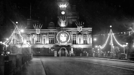 Proclaiming the golden jubilee of King George V and Great Yarmouth Town Hall and Hall Quay illuminat