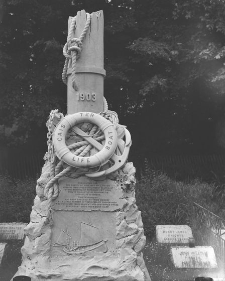 Places - CCaister-On-Sea LifeboatThe lifeboat monument in Caister cemetery. Nine men of Caister wh
