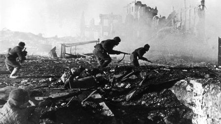 1941: Red Army troops storming an apartment block amidst the ruins of war-torn Stalingrad during Wo