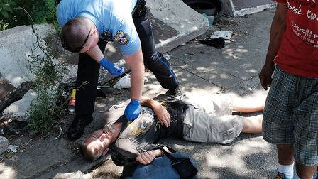 A police officer in Philadelphia tries to revive a man who has overdosed. Photo: Spencer Platt/Getty